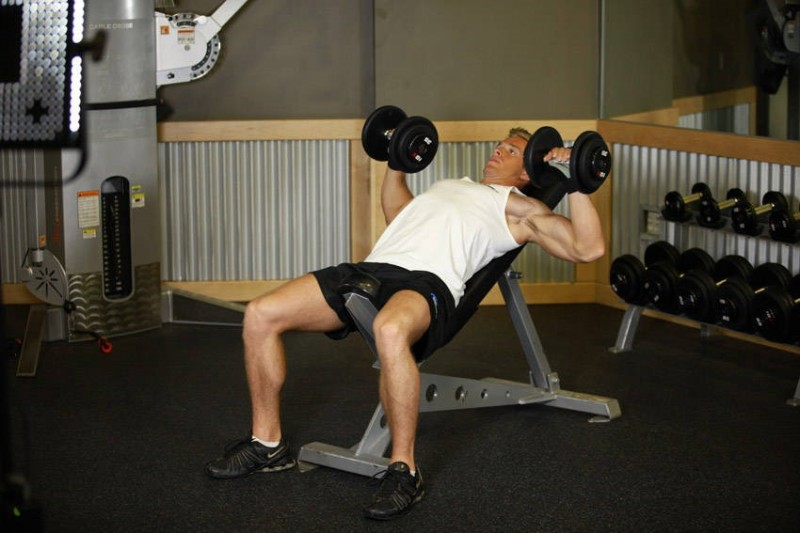 4 chest exercises that will help build muscle incline dumbbell press