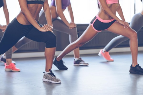 Women doing lunges in the gym.