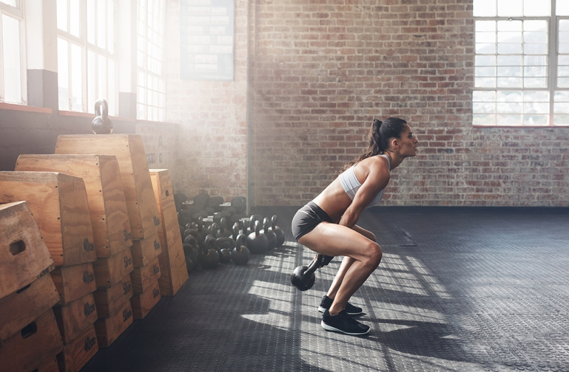 One-Kettlebell-to-Workout-your-whole-Body-one-arm-kettlebell-swing
